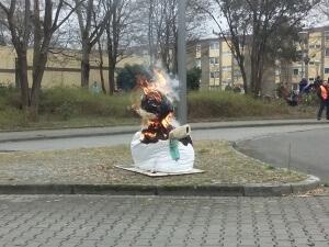 Schneemann brennt 17